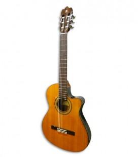 Foto a 3/4 de la guitarra clásica Alhambra 3C CT E1