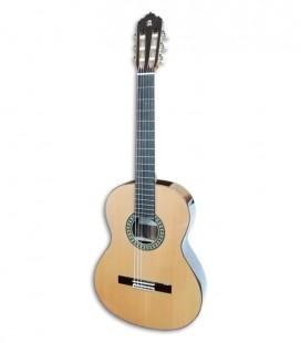 A guitarra clássica Alhambra 5P possui uma caixa de ressonância de madeira fina, apoiada por 7 barras