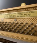 Foto de las clavijas del Piano Vertical Petrof P122 N2