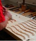 Foto del trabajo de decoración del Piano de Cola Petrof P173 Breeeze Chipendale