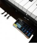 Foto geral do sistema silent e pedais do Piano Vertical Ritmuller AEU118S PE